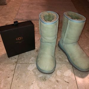 Mint blue short Uggs + cleaning kit